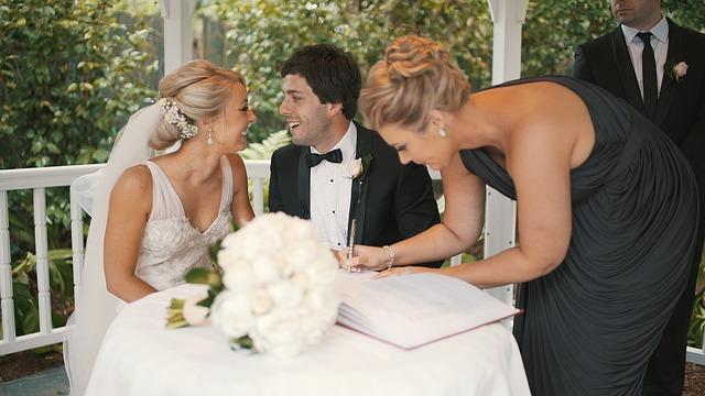 Hochzeitspaar-mit-Hochzeitsplaner